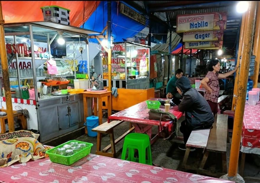Suasana sentra kuliner di Pasar Baru Koto.YOAN MANDALA PUTRA